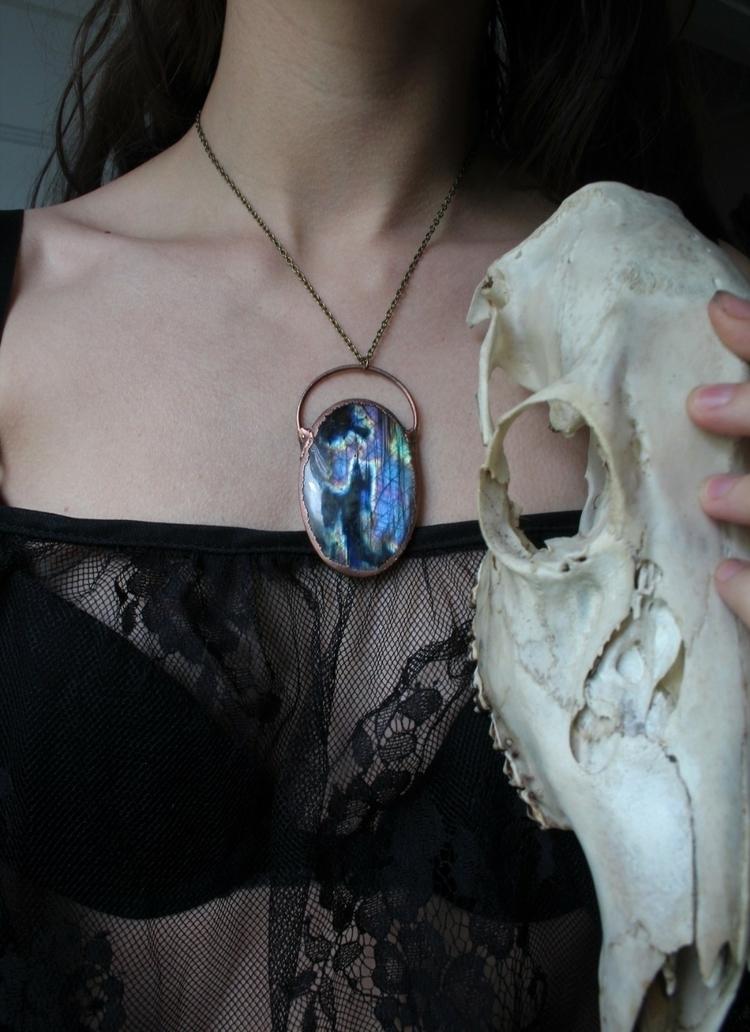 🖤 - beautiful, labradorite, crystal - xtwii | ello