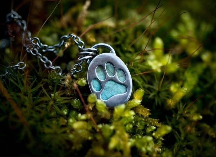 Labradorite paw print necklace  - weatherbeatendesigns | ello
