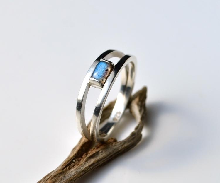 Split Shank Labradorite Ring  - labradorite - mineralrare | ello
