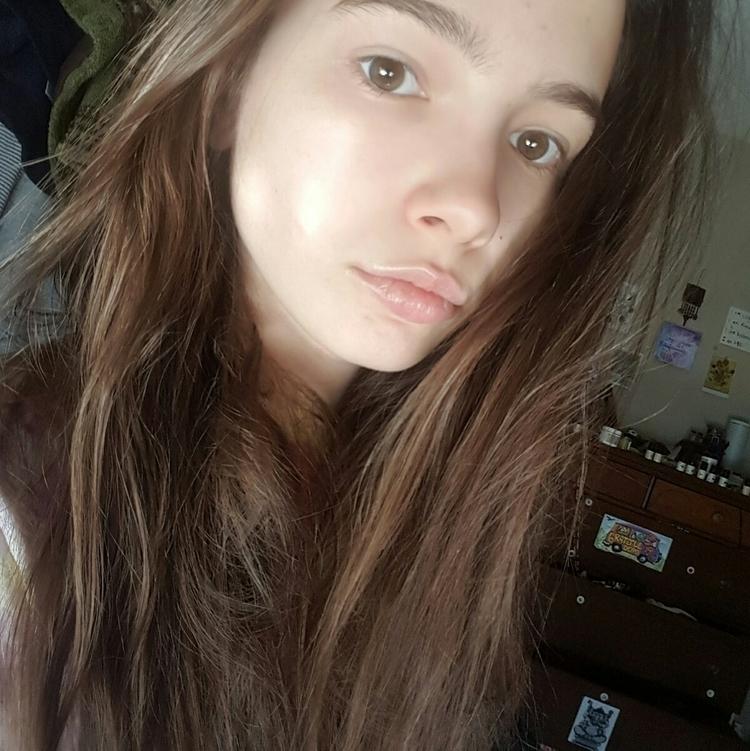Introducing Annabell, 19, run M - mysticearth | ello