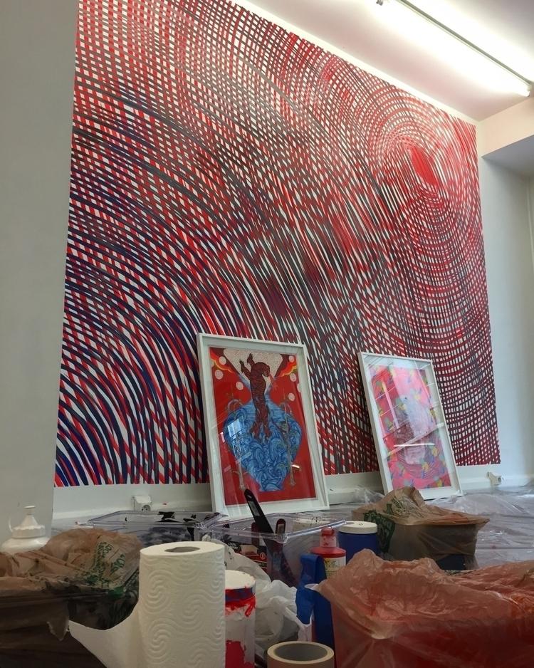 install day 2 Paris Galerie Lj  - helliongallery   ello