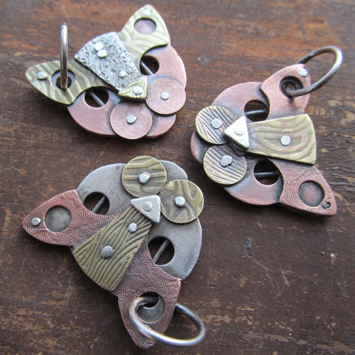 Meow! Mixed metal cat pendants  - artdi | ello