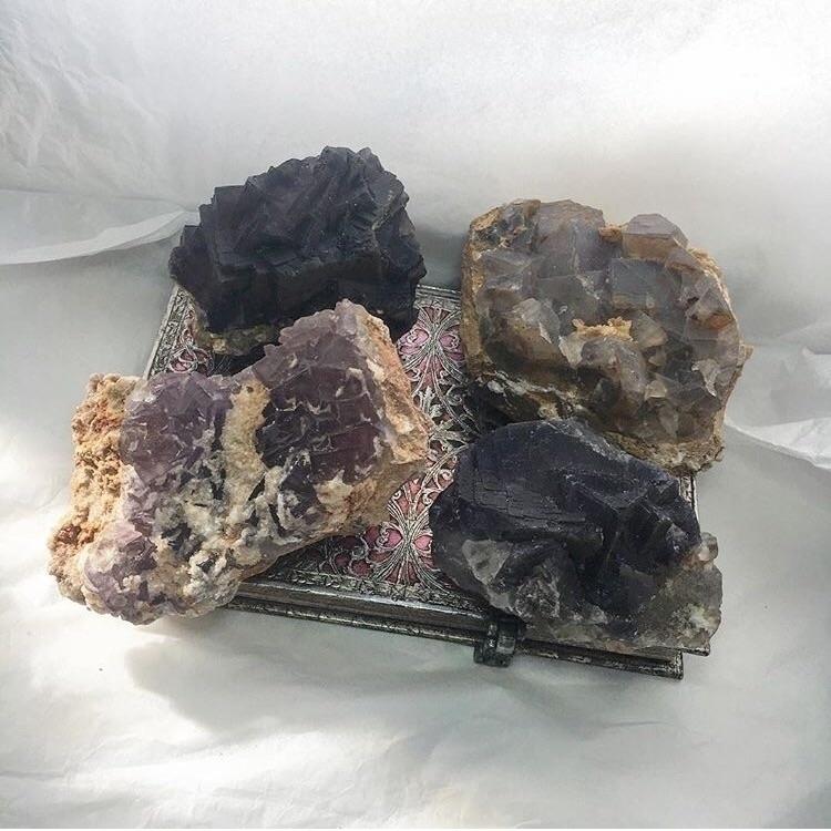 Cubic Fluorite Clusters - HealingCrystals - kristalcave | ello