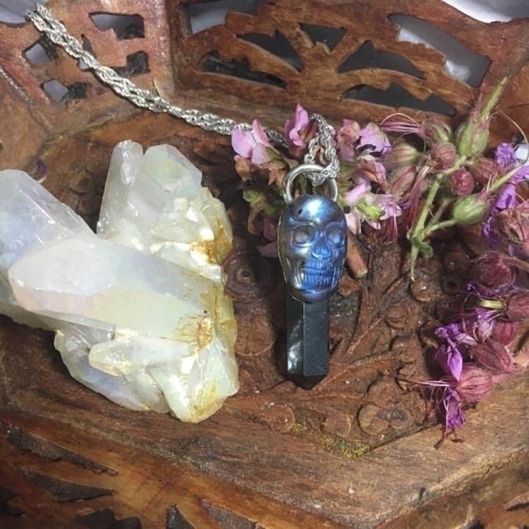 Handmade Labradorite Skull Blac - kristalcave | ello