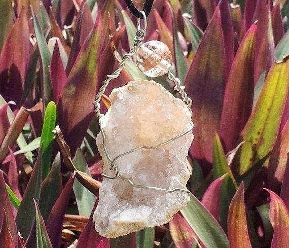 Quartz Geode slice wire wrapped - mintroyaleshop | ello