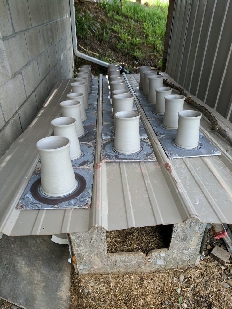 Dog box drying rack - hillbippieclay - hillippieclayco | ello