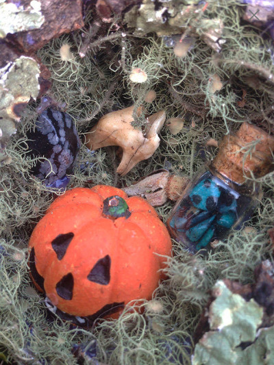 Halloween Theme Nest world! Whi - elishaz | ello