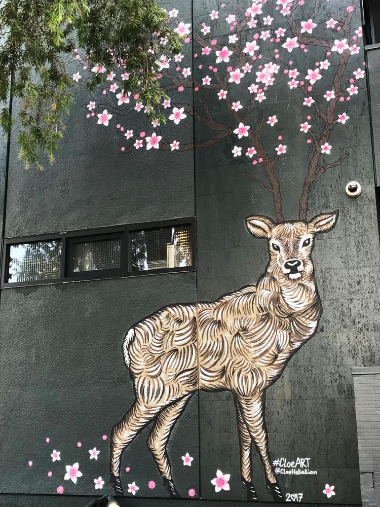 18ft tall deer featuring cherry - scene360 | ello