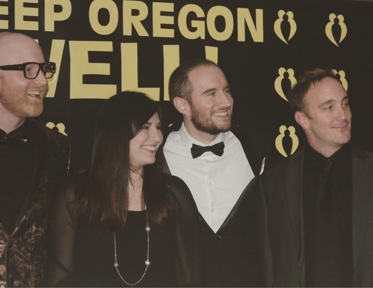 RED CARPET FAMILY TIMES. 🖤:yell - loganlynn | ello