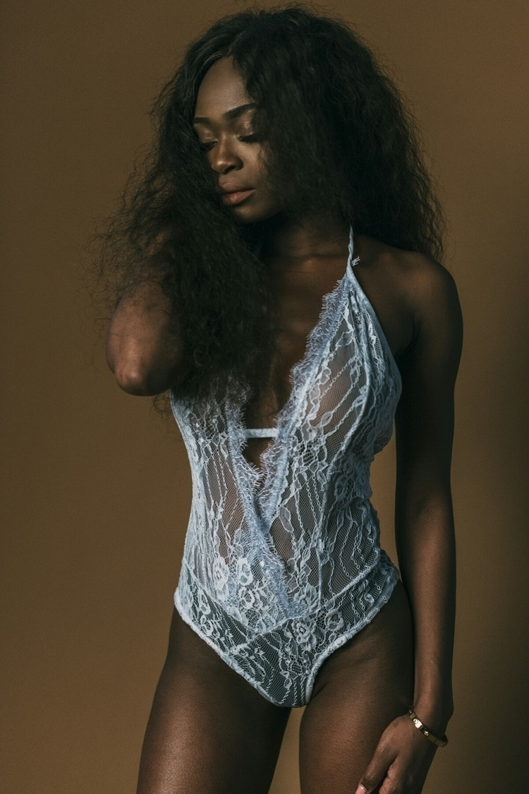Model: Kelly Kalonji - darkbeauty - capturedbyannajulia | ello