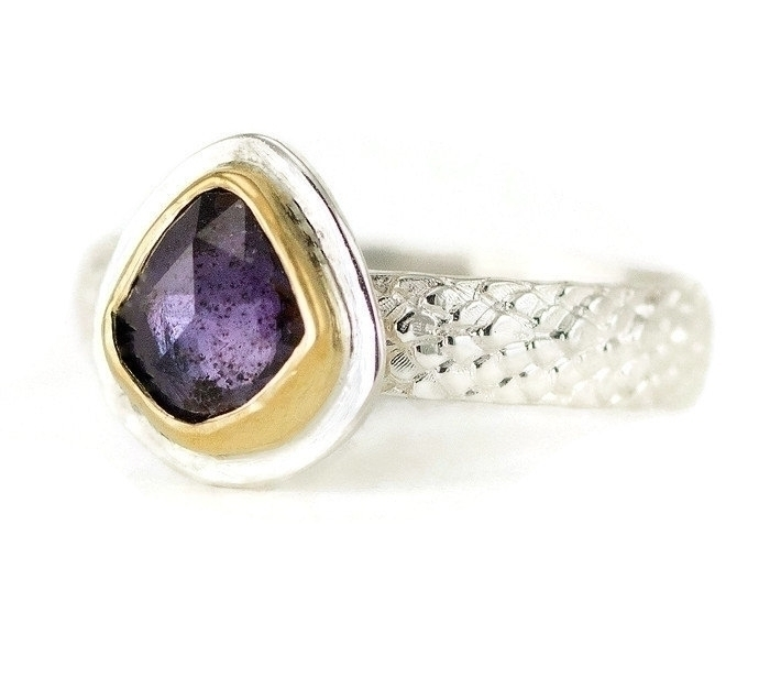Raw sapphire ring! Set 22k gold - allwirdupjd | ello