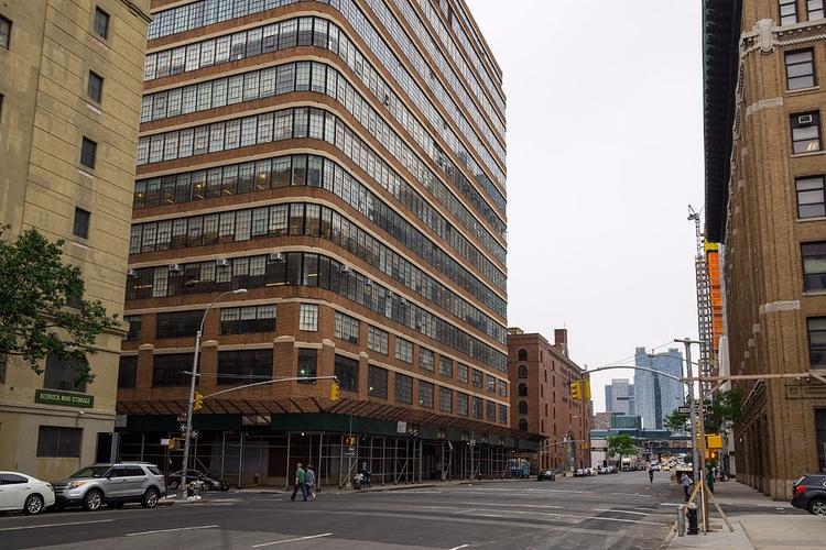 11th Avenue Chelsea. weird stre - lionroar | ello