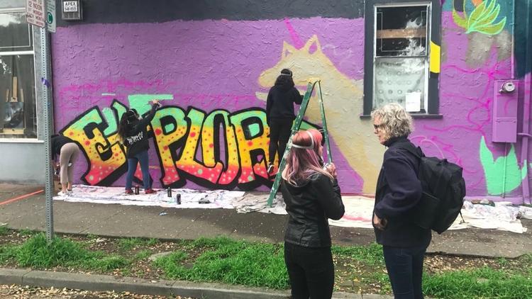 GIRLS GETTIN <3 WWW.GRAFFITI - graffiticampforgirls | ello
