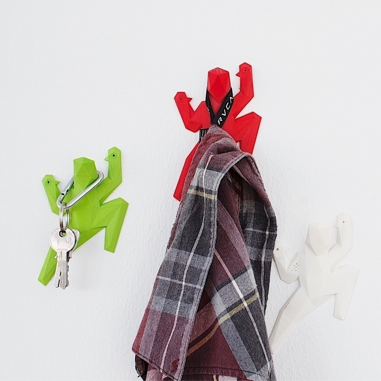 colorful 3D printed wall hooks  - oitenta | ello
