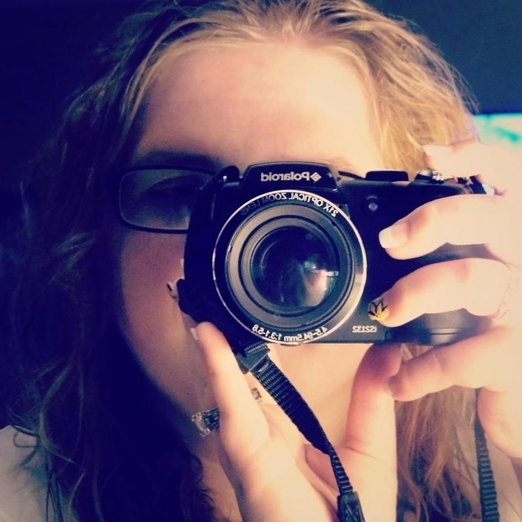 life blurry... adjust focus - eyeonyou17 | ello