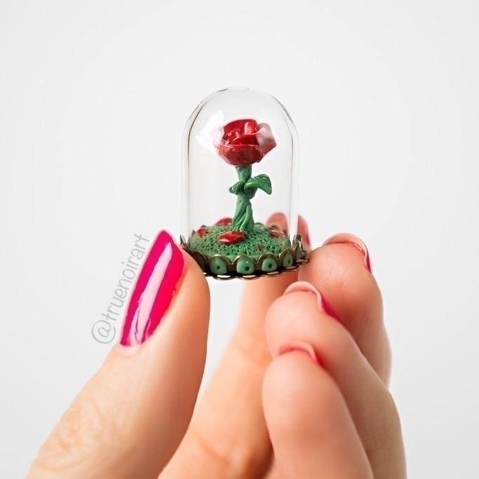 Magic rose preserved glass dome - truenoir | ello