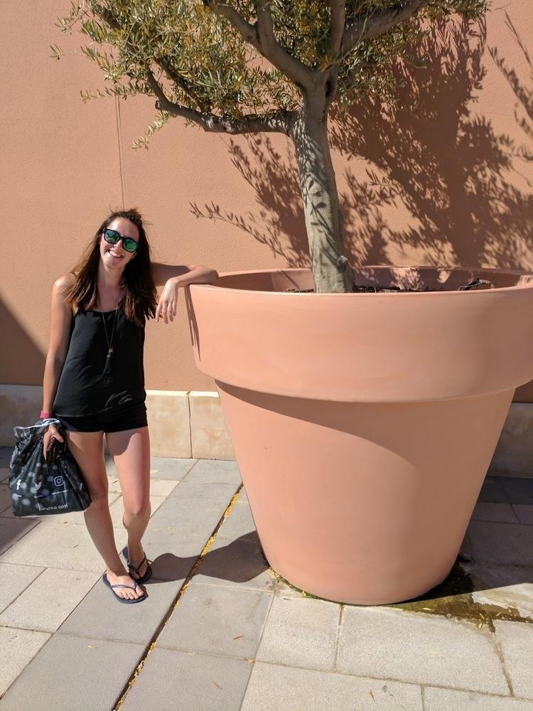 Massive plant pots Spain - holiday - harrysfuller | ello