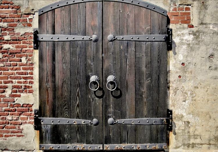 Staunch, antique door, refurbis - dave63 | ello