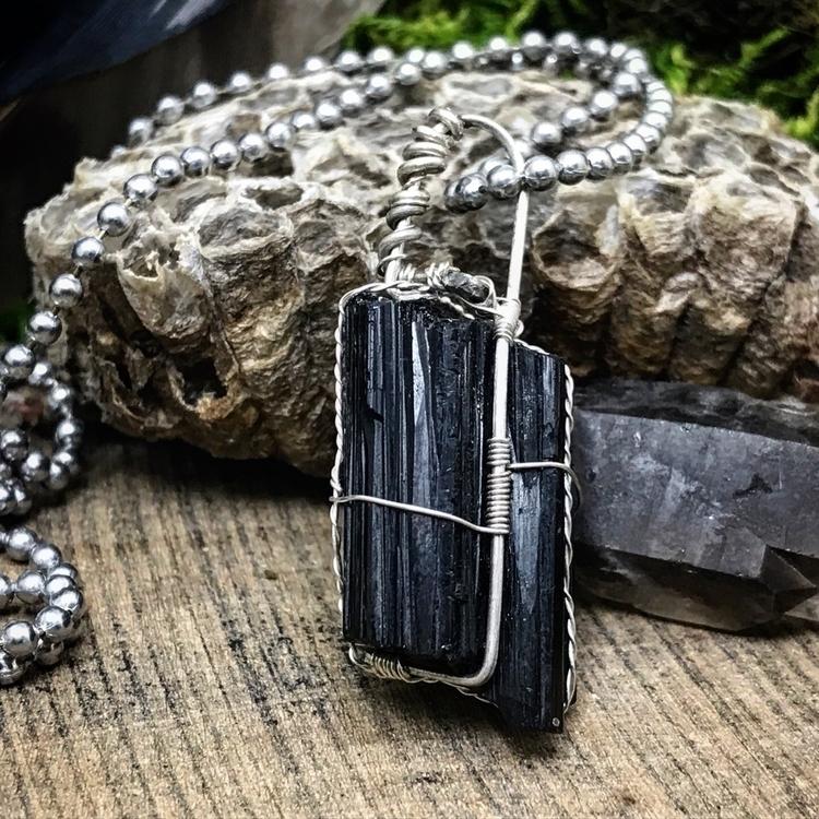 Black Tourmaline pendant- simpl - twistedleafstudio | ello