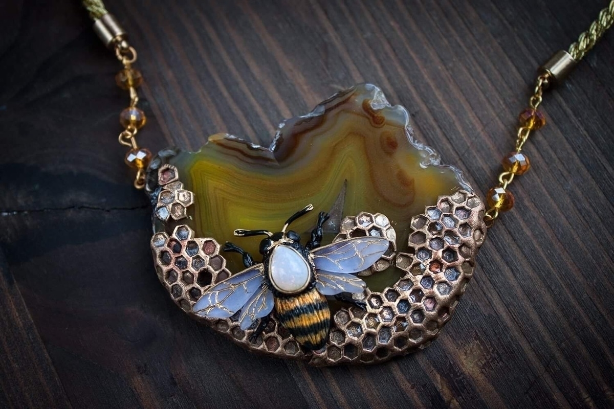 necklace honey bee - ellenrococo | ello