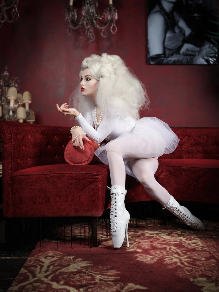 Photographer: Robert Molenaar  - darkbeautymag   ello