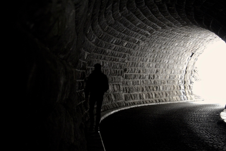 tunnel, shadows, person, dark - reiberdatschi | ello