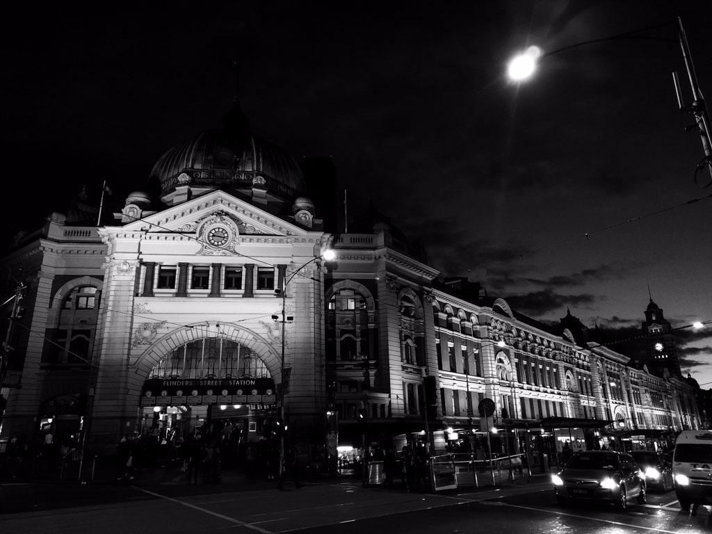 Flinders Street Railway Station - daphot | ello