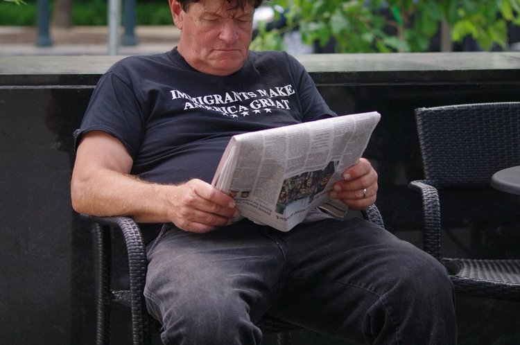 Man reading newspaper - jasmac | ello