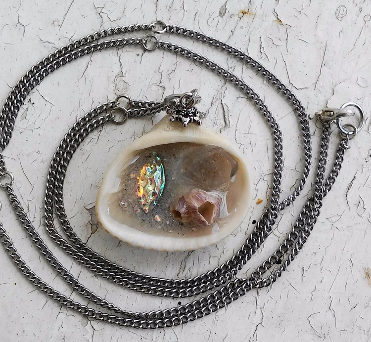 Mermaid stone clear quartz, sim - obscured_oddities | ello