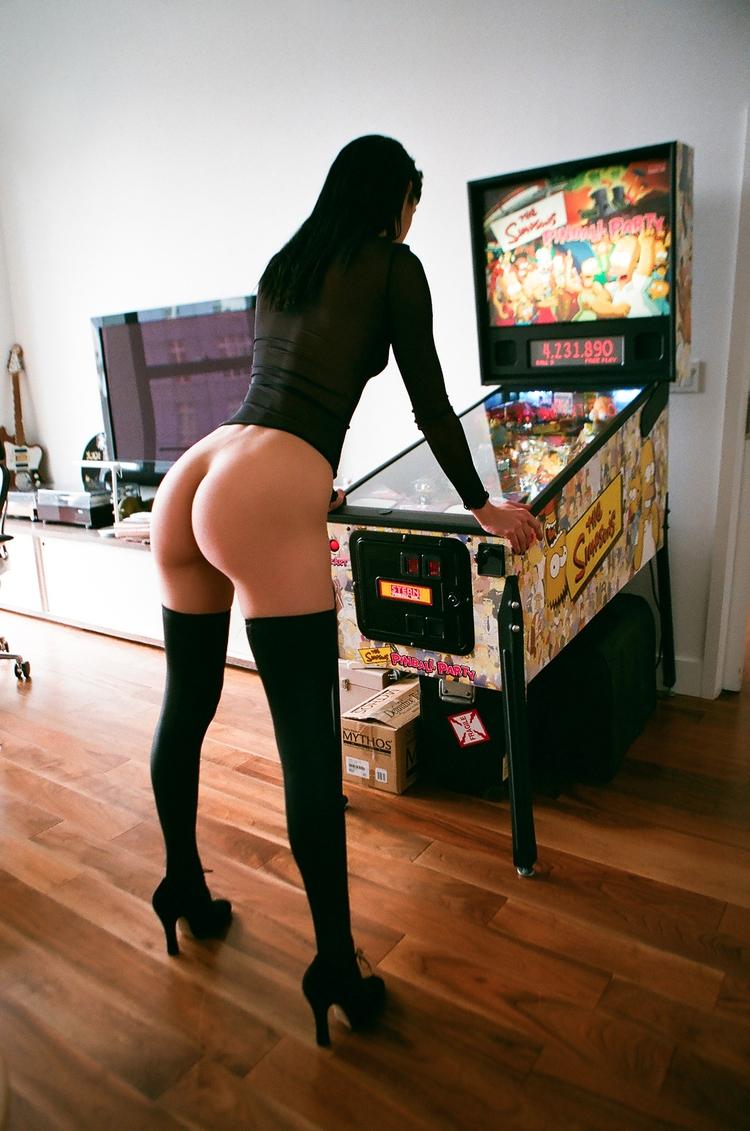 brunette, ass, pinball, nsfw - ukimalefu | ello
