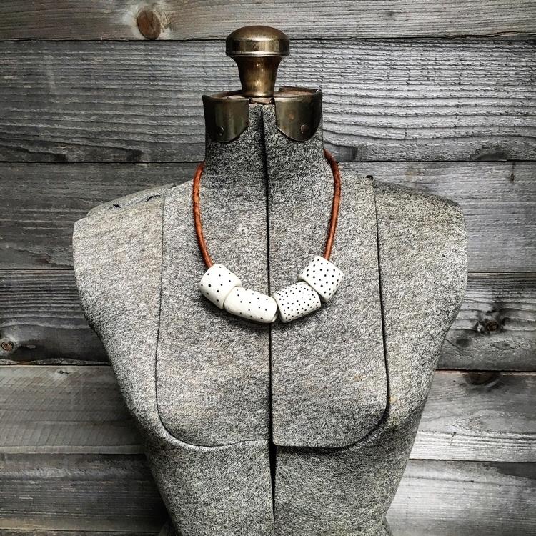 Chunky porcelain beads black po - highyieldstudio   ello