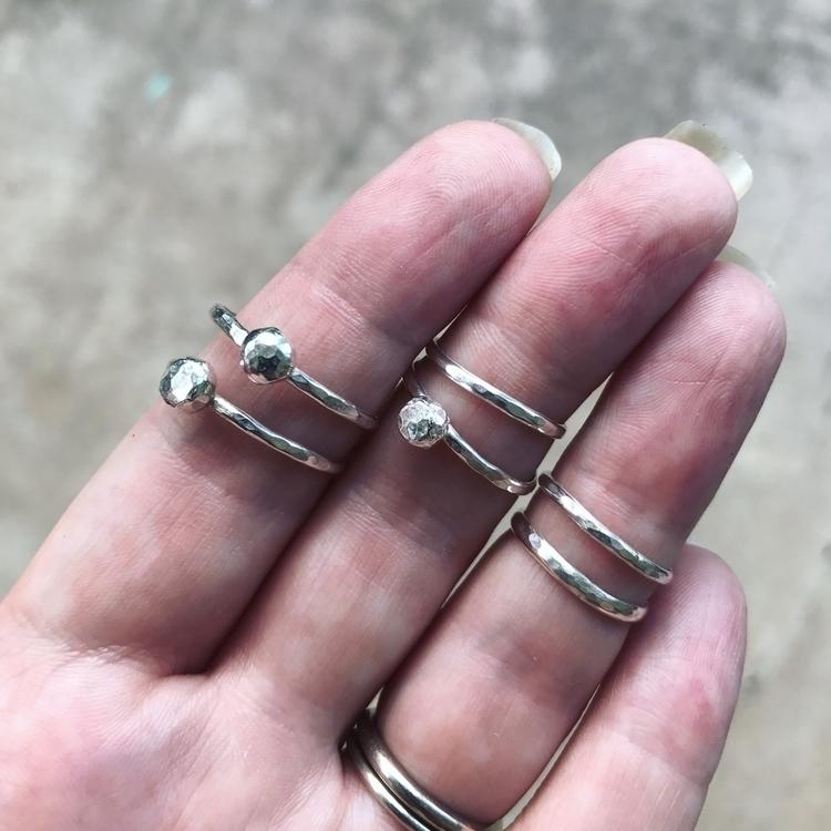 Vertex Ring hammered Midi rings - carodesigns | ello
