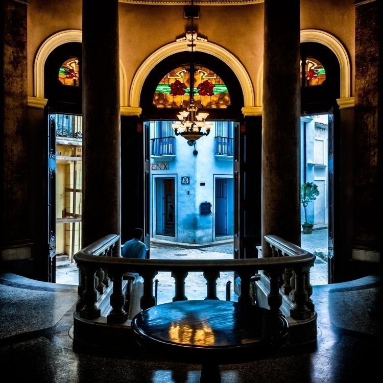 bleue awaits - Habana, Cuba, interior - christofkessemeier | ello