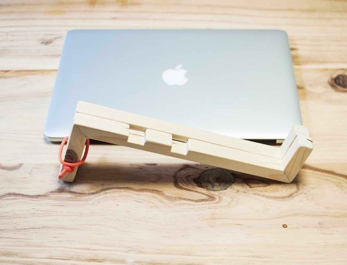 work today? Close laptop, fold  - oitenta | ello