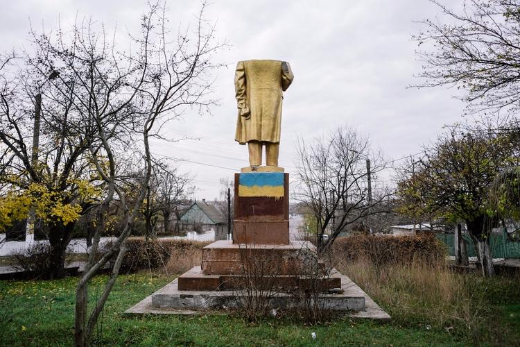 Traces Lenin Ukraine - lenin, ukraine - valosalo | ello