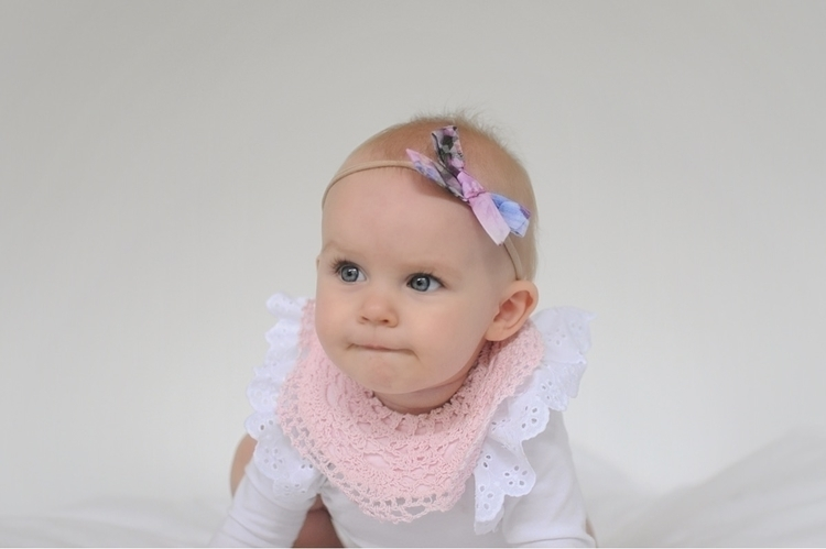 gorgeous bib  - babygirl, pink, ninetoesandco - tegiozzplustwo | ello
