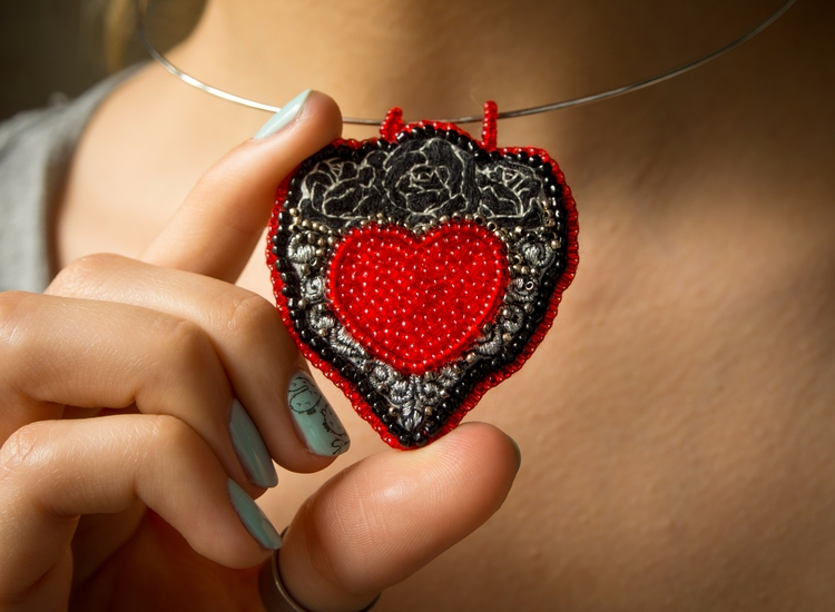 Bead thread embroidery. amazing - craftydandelion | ello