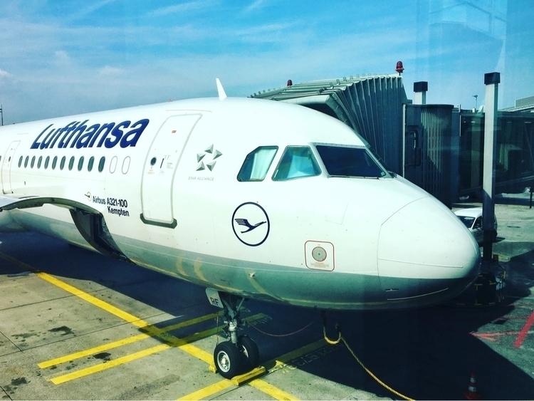 FRA Lufthansa :airplane:️ LH140 - rowiro | ello