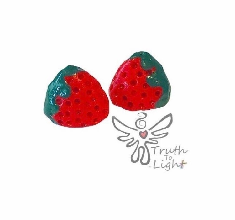 :heart::strawberry:Strawberry P - truth_to_light | ello