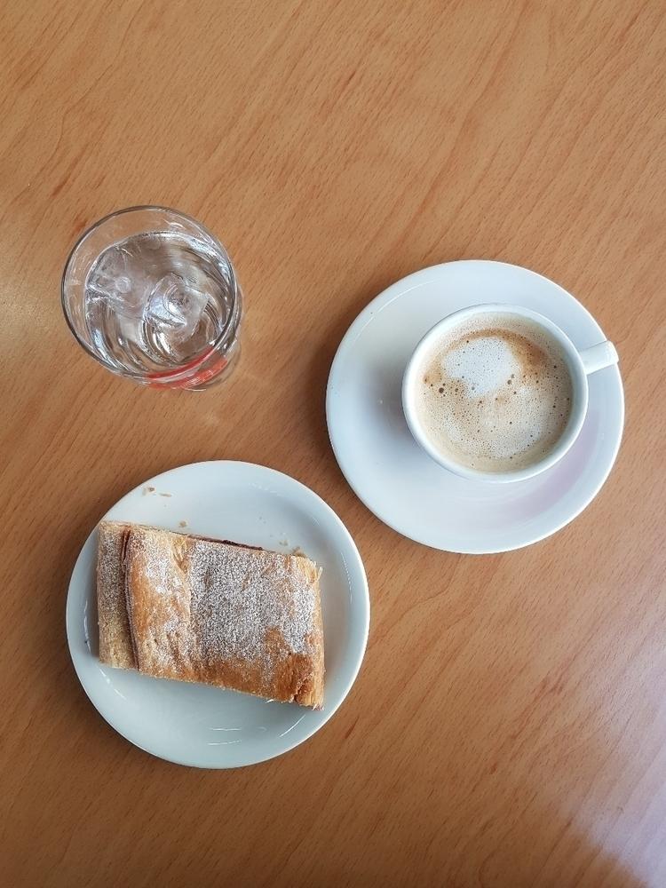Coffee Pastry. Restaurant Ikar - rowiro | ello