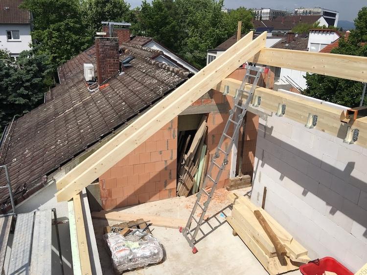 Dachstuhl und Eindeckung - saybot   ello