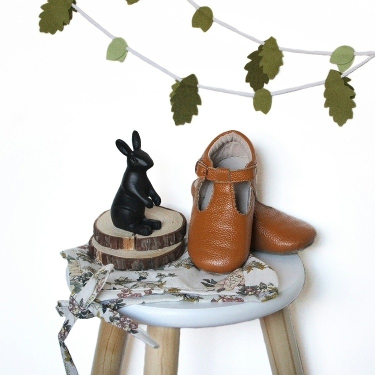 Leaf Garland Shoes Bonnet - evies_adventures | ello