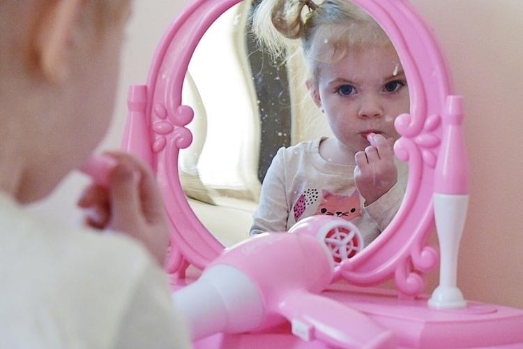 Loving makeup table ✿ - summer, ontrendfeaturesau - summerwillowshaw | ello