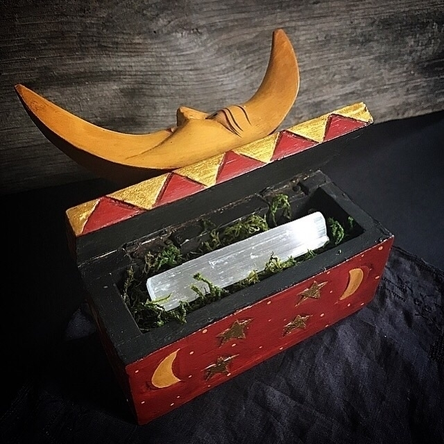 Moon Box retro 90s box piece se - hearthandcrow | ello