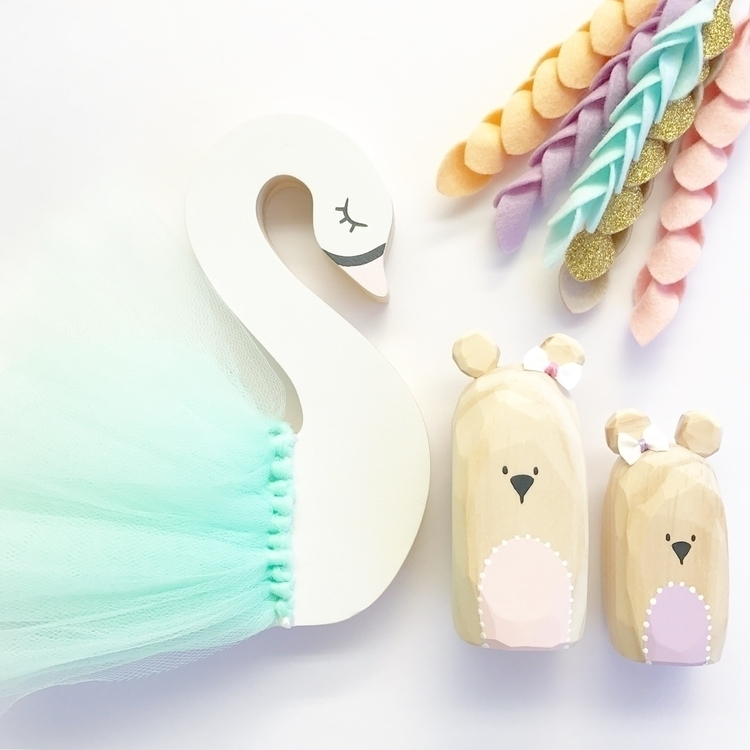 prettiest Swan Geo Bears cold w - aprils_enchantment | ello