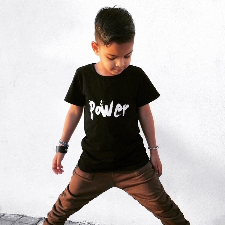 Rocking power tee - twins_onpoint | ello