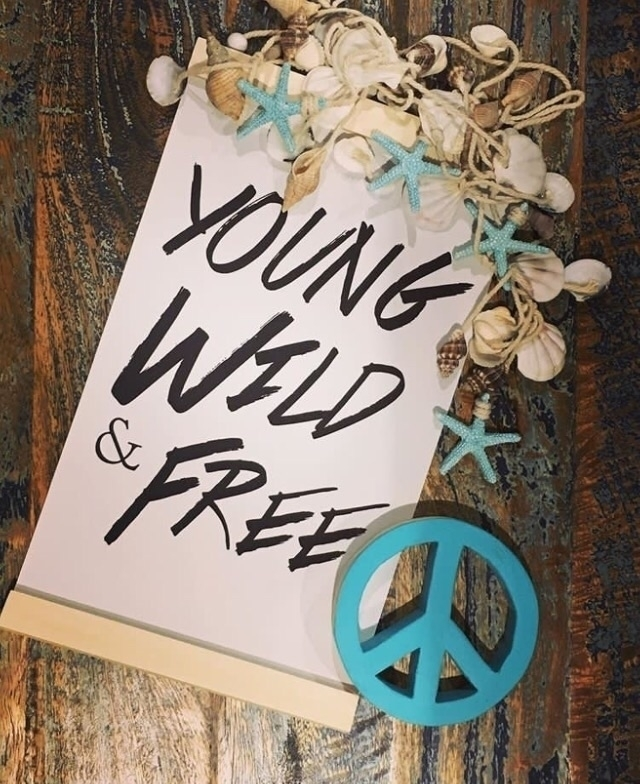 Young, wild free peace signs pa - woodenitbefun | ello