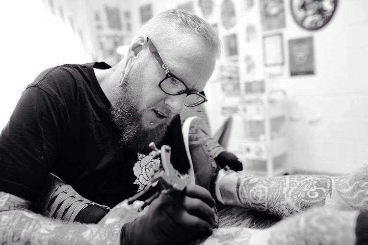 Tattoo artist plying trade - deadmikerossow - donni-didit | ello