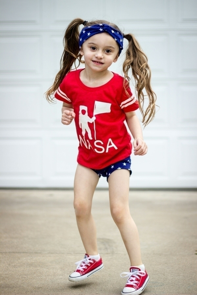 girl ready celebrate July 4th!  - iakrieg2 | ello