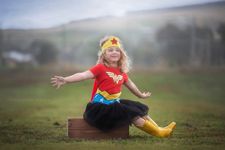 Woman - wonderwoman, childhood, children - hourglass_images | ello